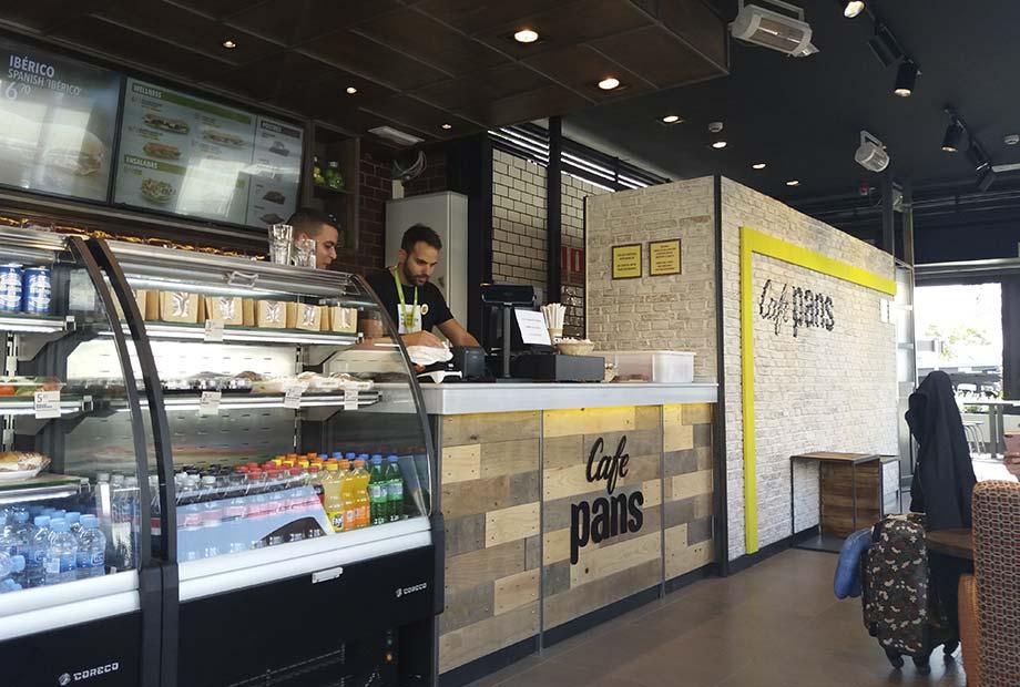 Interior de la Franquicia Café Pans en Barajas - Imagen de la barra